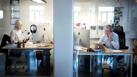 Daglig leder Alexander Langø og kontormedarbeider Wenche Dragesæt i Premier Seafood i Ålesund har begge knøttsmå kontorlokaler, til sammen 12 kvadratmeter.