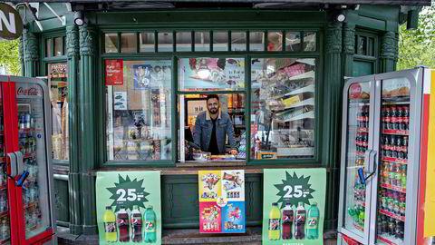 Løssalget av papiraviser har stupt som følge av koronapandemien. På Narvesen i Spikersuppa i Oslo har ikke butikksjef Kaid Wakid solgt aviser siden i fjor.