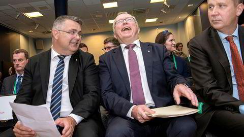 Olje- og energiminister Kjell-Børge Freiberg og konsernsjef Eldar Sætre i Equinor er et skritt nærmere realisering av karbonfangstprosjektet Northern Lights.