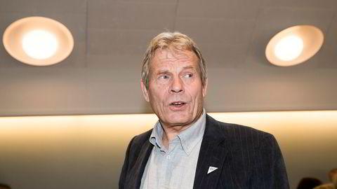Stortingsrepresentant Arne Nævra (SV) reagerer sammen med mange fra opposisjonen på at Jernbanedirektoratet vil utsette togutbyggingen på Østlandet