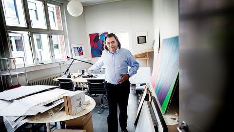Aksjene til radioimportør Erling Neby har falt rundt 11 prosent i verdi de siste to ukene, men Neby lar seg ikke skremme. – Jeg bruker for det meste magen jeg, sier Neby om sin egen investeringsstrategi.