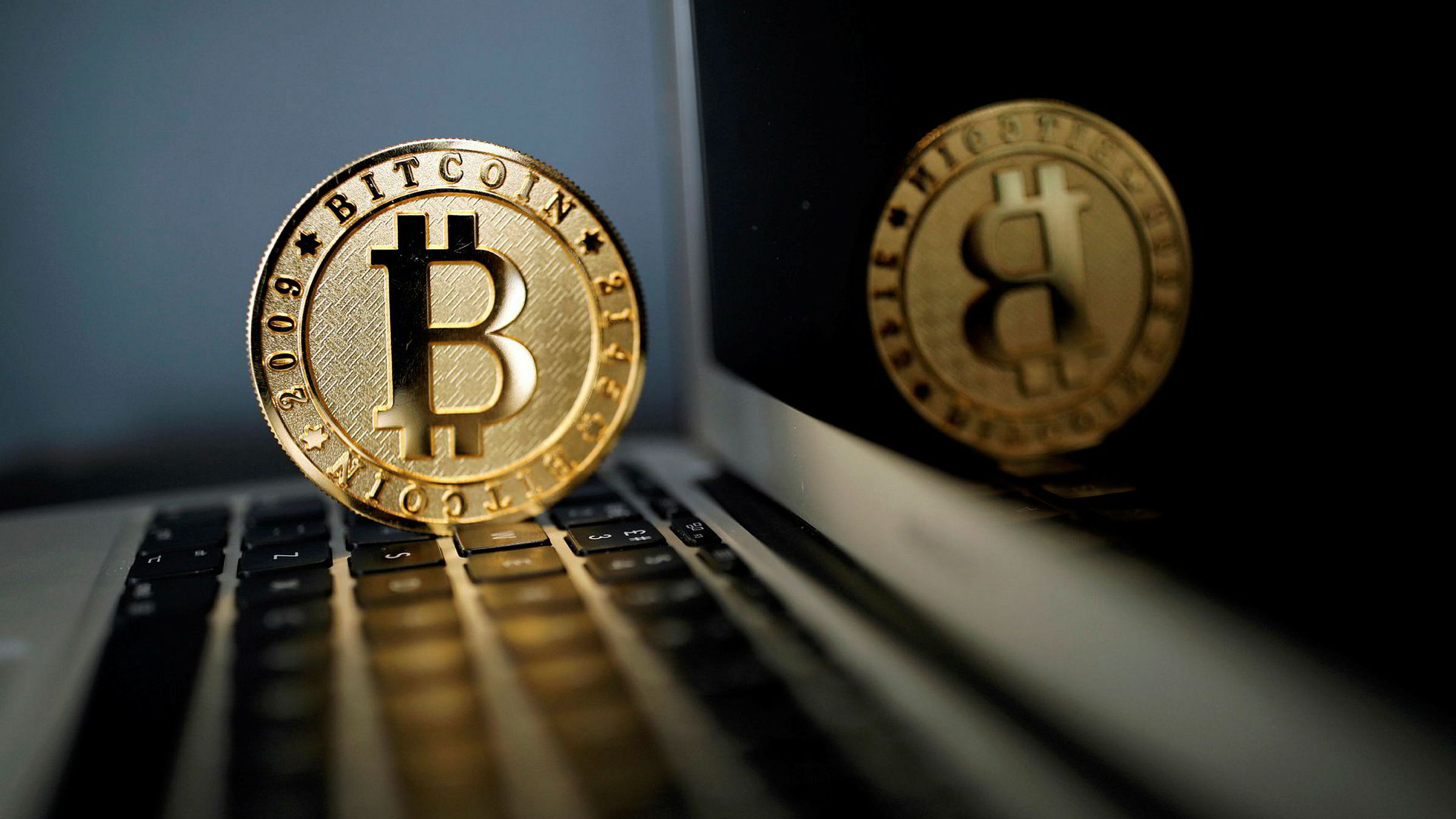 Frode Halvorsen solgte bitcoin via Mobilepay til en person som betalte med et stjålet kredittkort. Til tross for at han flere ganger ifølge ham selv kontaktet Danske Bank for å varsle om mulig svindel, stengte banken Mobilepay-kontoen hans.