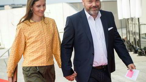 Bestseller-eier får nesten 5,5 millioner kroner i støtte fra staten. Kleskjeden eies av Anders Holch Povlsen, her med konen Anne Holch Povlsen.