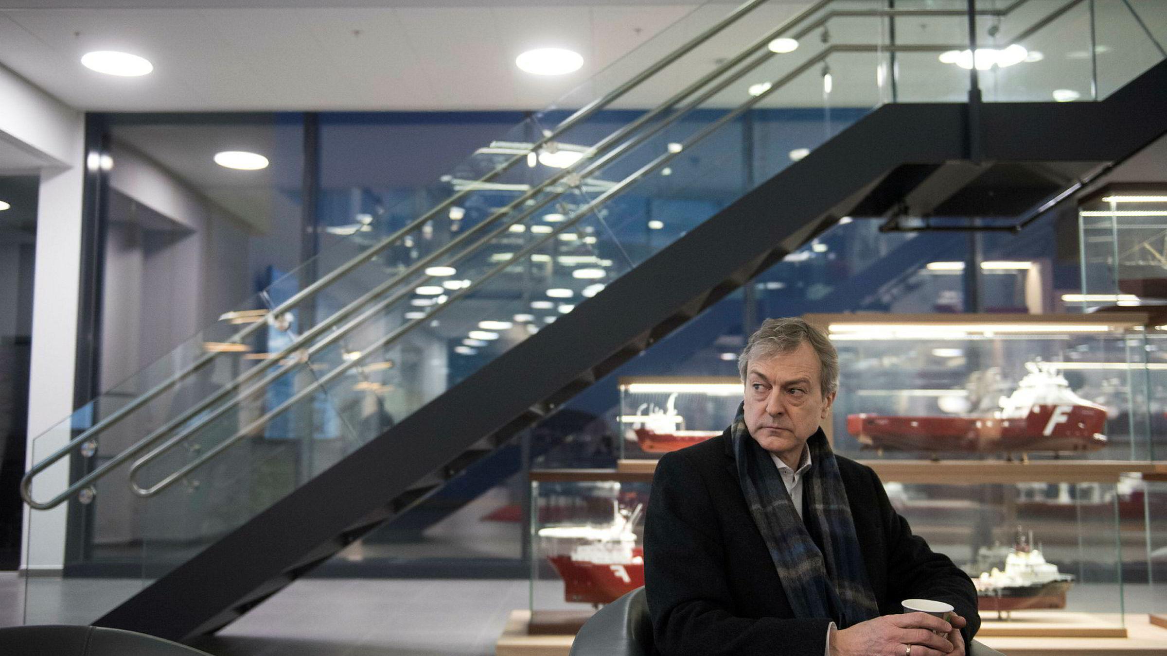 Administrerende direktør i Farstad Shipping ASA Karl Johan Bakken i lobbyen til selskapets kontorer, dagen etter at selskapet meldte at de hadde fått på plass en avtale med Hemen og Aker.