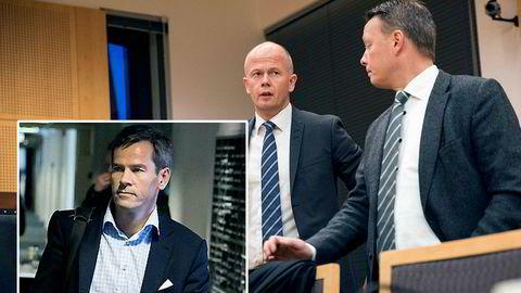 Tidligere meglertopp Ragnar Horn innfelt til venstre. Forsvarerne Svein Holden og Jan Erik Teigum (til høyre) før retten ble satt.