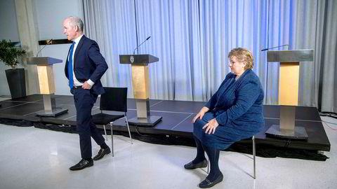 Statsminister Erna Solberg og finansminister Jan Tore Sanner tidligere denne uken. Nå mener NTNU-professor Ragnar Torvik at regjeringens tiltakspakke kan virke mot sin hensikt.