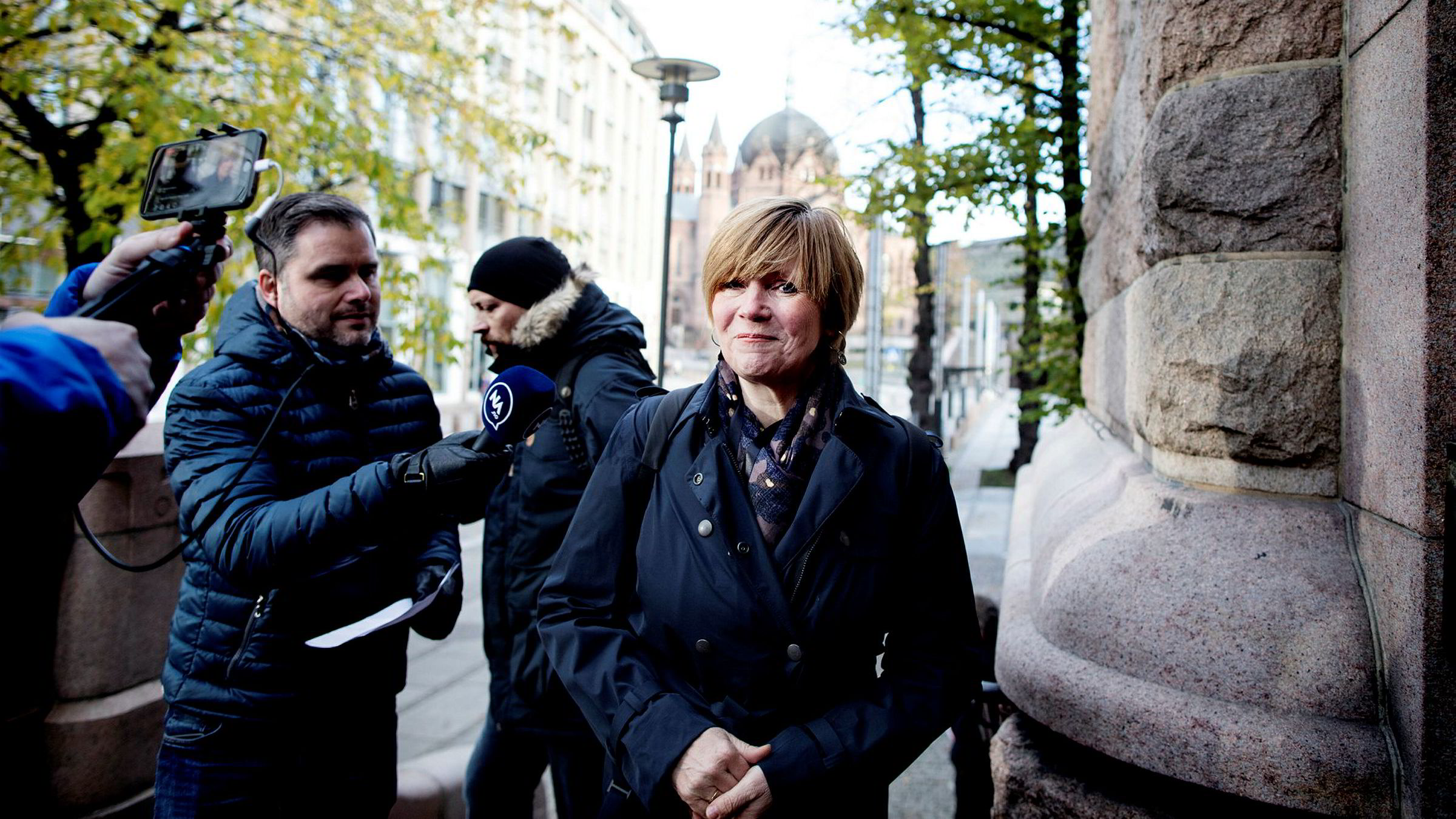 SSBs Christine Meyer (bildet) ankom finansdepartementet mandag formiddag for å møte finansminister Siv Jensen (Frp).
