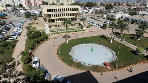 Hovedkvarteret til Arabian Gulf Oil Company's (AGOCO) i Benghazi, Libya.Libyas oljeproduksjon skal være redusert med 750.000 fat per dag, etter at Arabian Gulf Oil (Agoco) kuttet produksjonen.