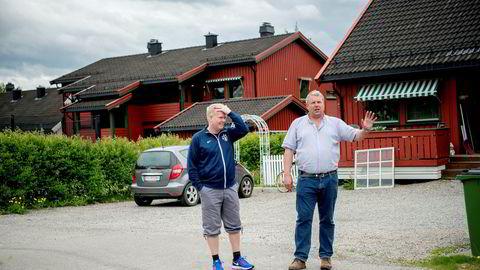 Per Ragnar Lien (til venstre), beboer i Rådyrvegen borettslag, og Petter Gulbrandsen, leder i Nannestad tomtefesterforening, er blitt involvert i en rettssak om festeavgift i Nannestad kommune, etter at Kirkefondet økte festeavgiften og kommunen forsøker å kreve inn pengene.