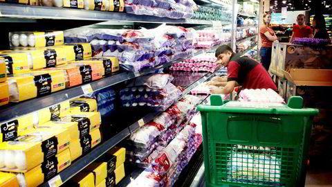 Over 80 prosent av Qatars ferskvarer importeres fra Saudi-Arabia, som har stengt grensen. Iran, Tyrkia og andre land har sendt forsyninger. Qatar ønsker en normalisering i forholdet til nabolandene, men nekter å gi etter for press.