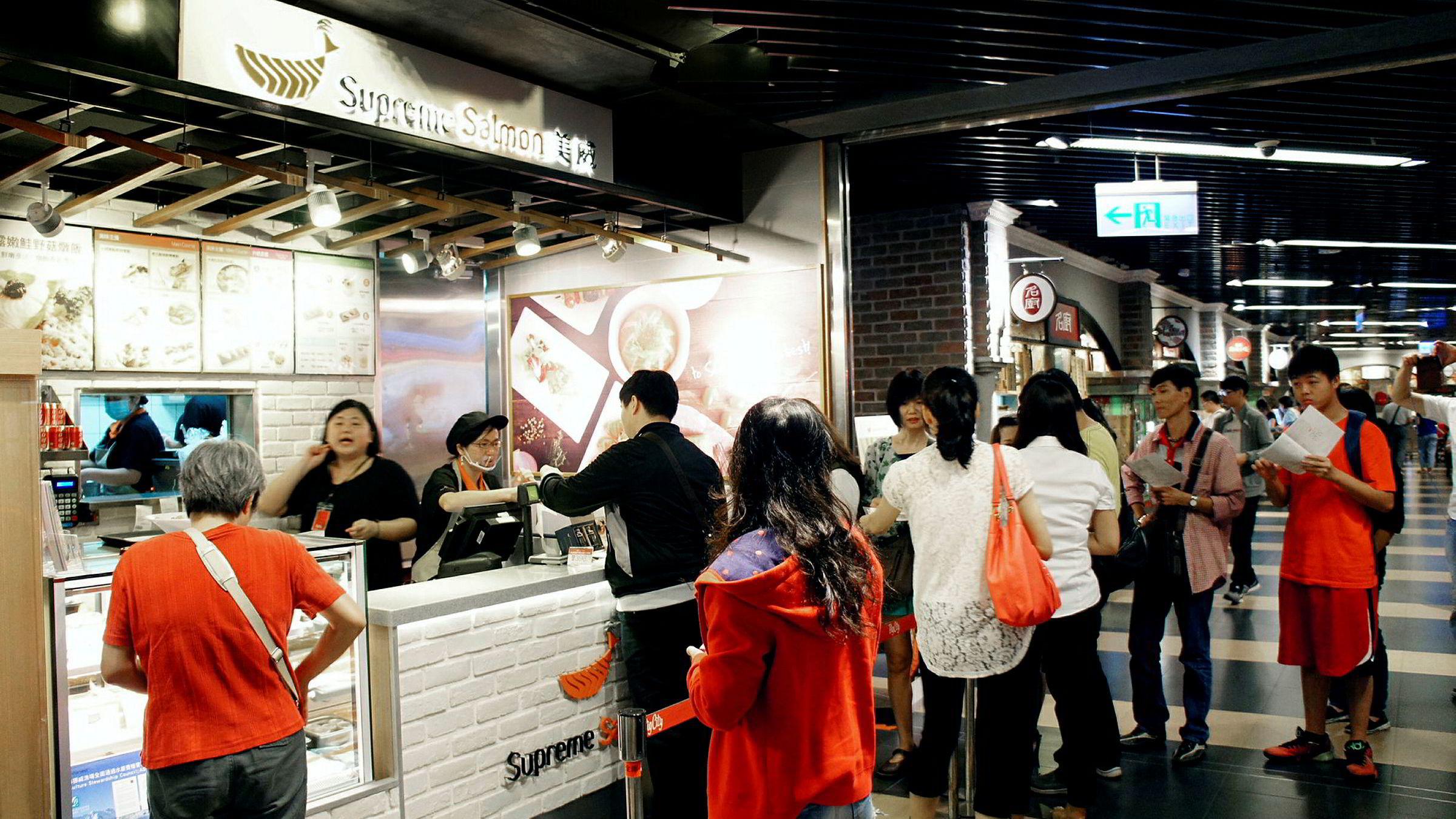 Marine Harvest skal åpne 2000 rene lakserestauranter i Kina og Taiwan de neste årene. Her fra en av de første restaurantene som allerede er åpnet i Taiwan.