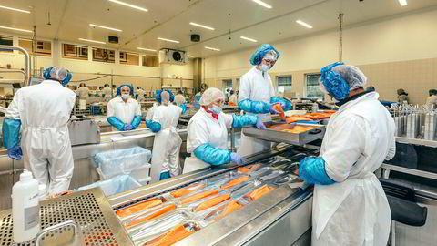 Fiskeforedlingsindustrien sliter med å være konkurransedyktig om norsk arbeidskraft. Den er imidlertid meget konkurransedyktig i EØS-markedet. Bildet er fra Bremnes Seashore på Bømlo.