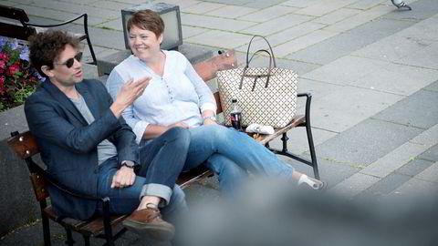 Ekteparet Cato (48) og Nanna Grønli (46) ser lite på vanlig tv. De ser mest på britisk krim på strømmetjenester som Netflix, Viaplay, TV 2 Sumo og HBO.