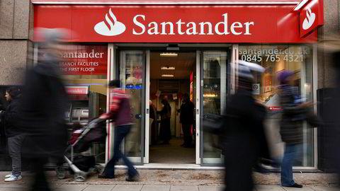 Den spanske banken Santander tar i bruk en hittil ukjent jobbkontraktspraksis i Storbritannia. Her bankens filial i Oxford Street.