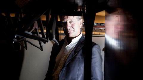 Forfatter Tom Kristensen lyktes med aksjegambling, men nå setter han pengene i indeksfond.