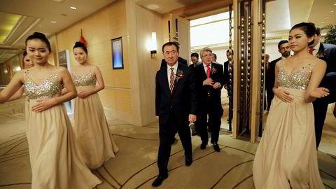 Den kinesiske entreprenøren Wang Jianlin har truet med å slippe en ulveflokk løs på Disney etter at selskapet åpnet fornøyelsespark i Kina i år. Han frykter for planene om å ekspandere i Hollywood med Donald Trump som president.