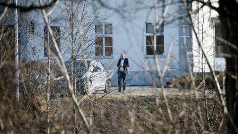 Terje Tinholt utenfor Fornebu Hovedgård etter møte med Jens Ulltveit-Moe fredag.