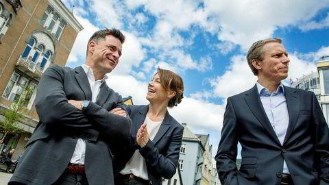 Ansvarlig redaktør Kjersti Sortland gjør Budstikka klar til å vokse igjen. Her sammen med sjefredaktør Espen Egil Hansen i Aftenposten og konsernsjef Rolv Erik Ryssdal i Schibsted.