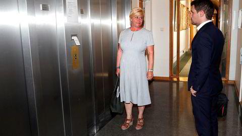 Oslo 20200604. Fremskrittspartiets leder Siv Jensen på vei ut av møtet.