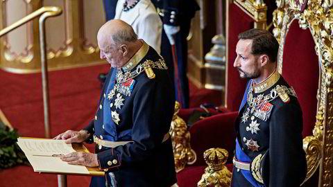Kong Harald leser trontalen under åpningen av Stortinget 2017. Det gikk veldig greit. Han pyntet til og med litt på den.