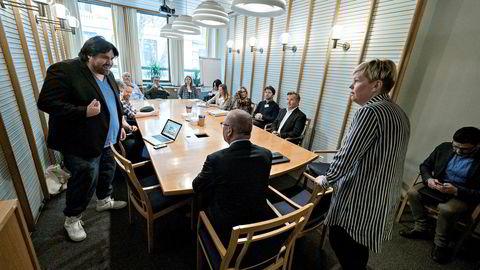 Ni operasolister samt fagforeningsrepresentanter hadde møte med kulturkomiteen tirsdag. Her Yngve Søberg fra Operaen, Geir Jørgen Bekkevold (Krf), Ib Thomsen (Frp), Hege Haukeland Liadal (Ap) og sangsolister fra Operaen.