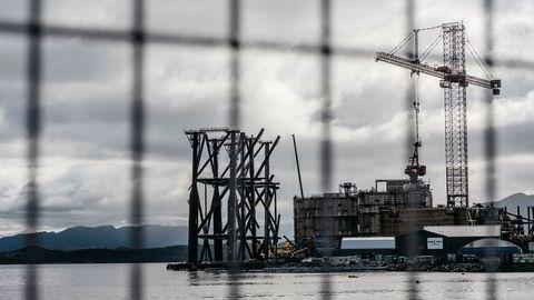 Sysselsettingen i olje- og gassnæringen vil falle kraftig, ifølge Vestlandsindeksen. Aker har advart om at antall ansatte i Kværner kan falle med rundt 5000 i løpet av året. Her er Kværners anlegg på Stord.