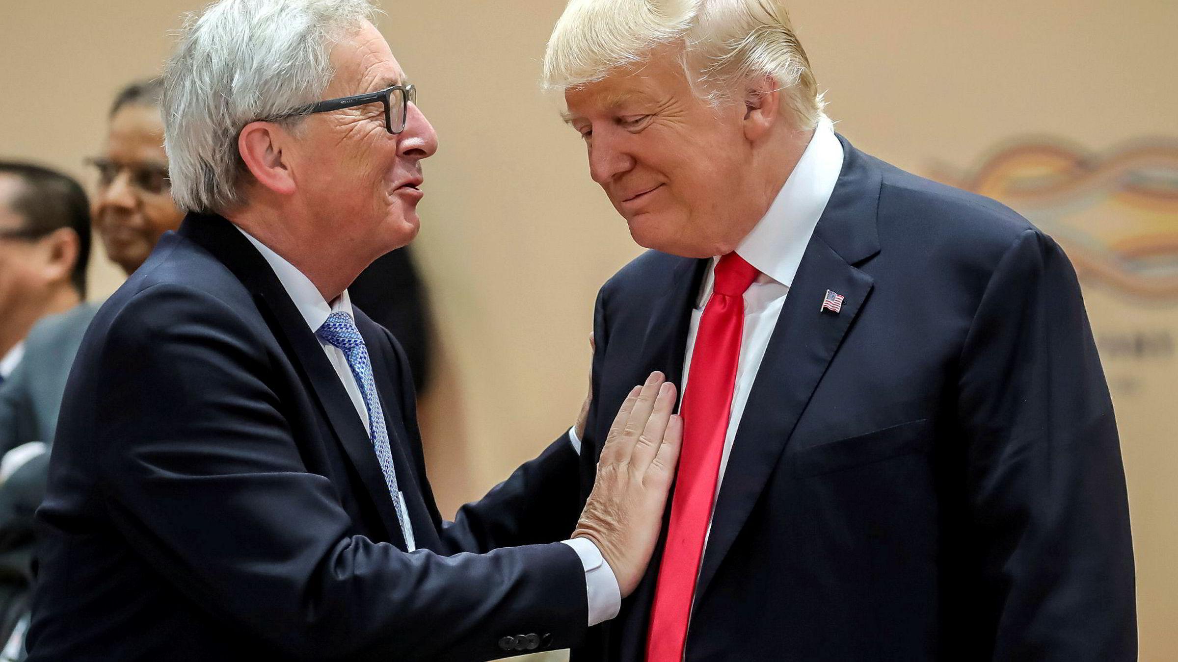 EU-sjef Jean Claude Juncker er forbløffet over hvordan Donald Trumps kommunikasjonssjef Anthony Scaramucci måtte gå etter bare 10 dager i stillingen. Her er Juncker og Trump fra et G-20-møte i Tyskland i juli.