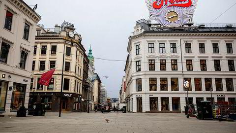 Karl Johan er folketomt like over klokken åtte fredag morgen.