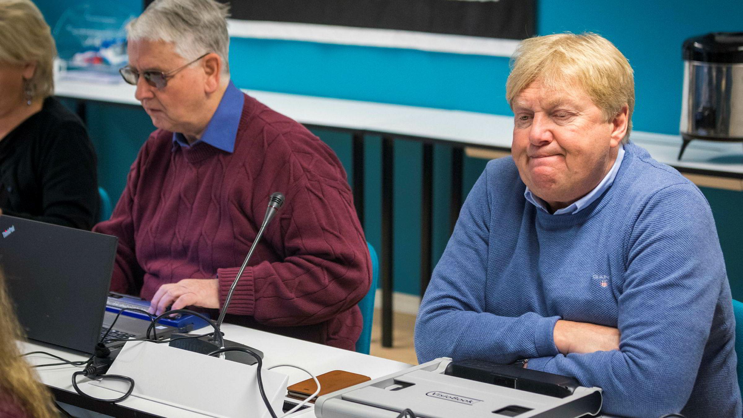 Bingo for Blindeforbund-topp: Assisterende generalsekretær Karsten Aak, til høyre, i Norges Blindeforbund har tjent millioner privat på forbundets satsing på spill og bingo. Her er han under organisasjonens landsstyremøte på Hurdal syn- og mestringssenter sammen med tidligere generalsekretær, nå seniorrådgiver Gunnar Haugsveen.