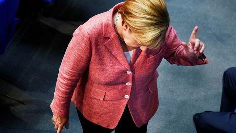 Tysklands forbundskansler Angela Merkel raser ned fra førsteplassen over de mest populære politikerne.