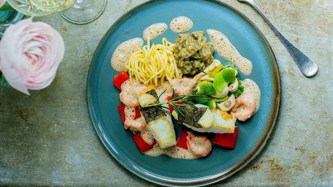 Gjør stas på skreien og server den med rekesaus, hjemmelaget pasta og et vell av gode grønnsaker etter Bent Stiansens oppskrift.