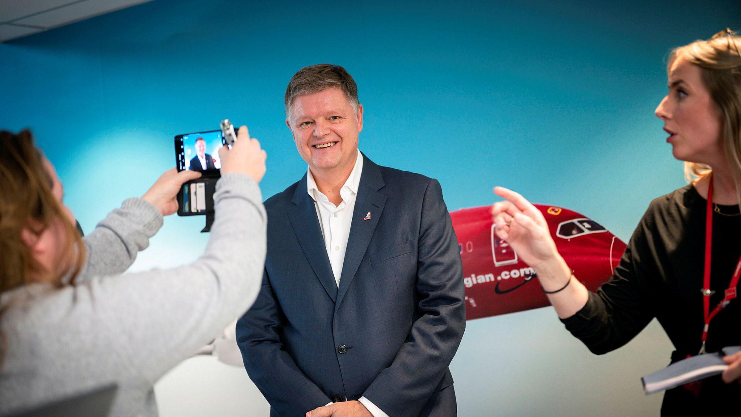 Norwegian-ansatte får nå en toppleder som finner mening i å si at essensen av business er som en fersken. Jacob Schram er ny Norwegian-sjef.