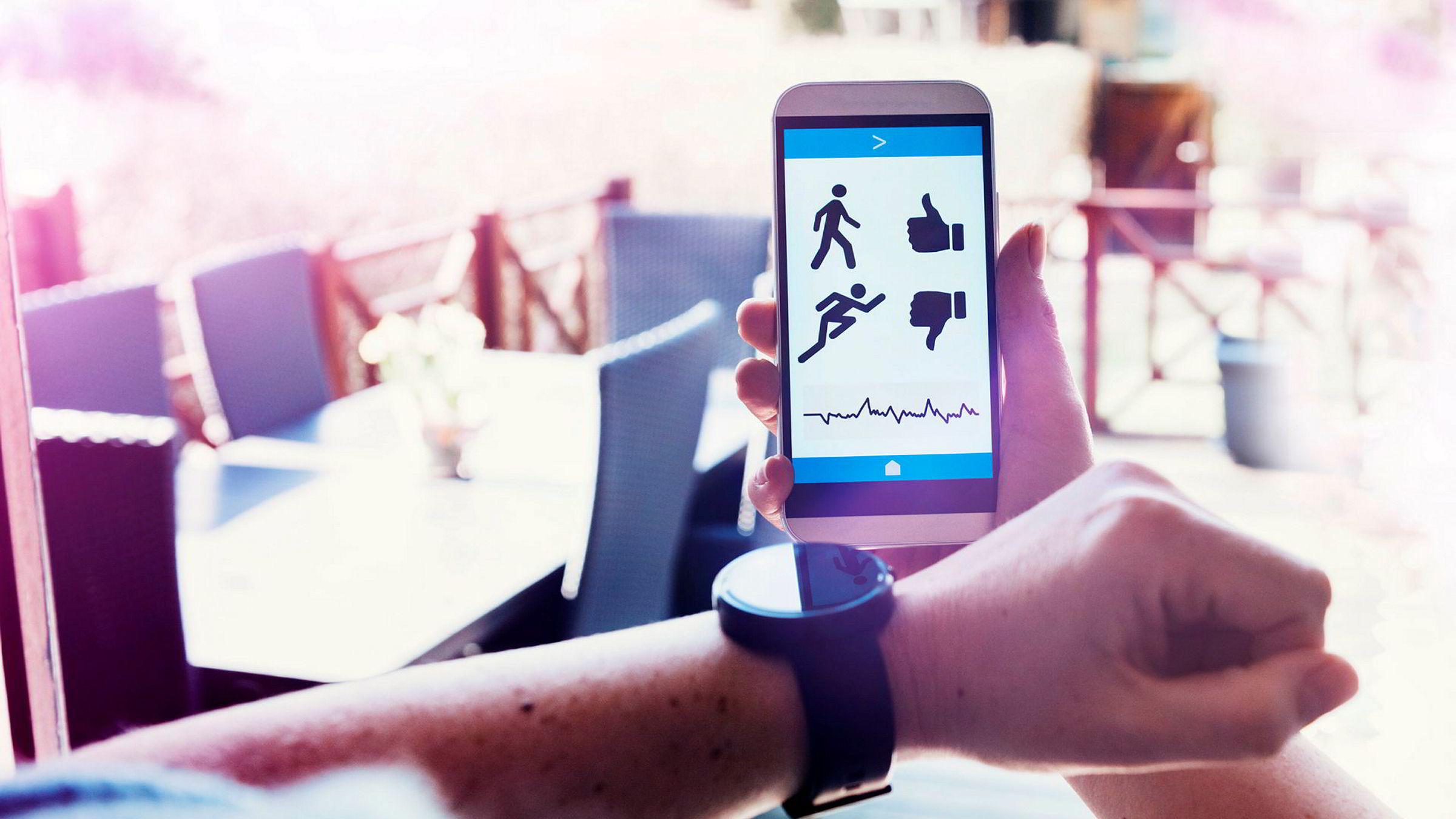 Alle med smarttelefon skal kunne være sin egen lege. Men når alle kan monitorere sine kropper vil «alle» reelle tilstander kunne oppdages. Man vil få brottsjøer av overdiagnostikk og tilhørende overbehandlings, skriver artikkelforfatterne.