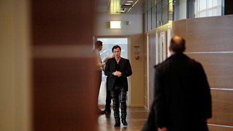 Hotelleier Petter Stordalen på vei til pressekonferanse på Kastrup tirsdag. Foto: Kristian Ridder-Nielsen