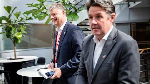 Finansdirektør Geir Karlsen (til høyre) bekrefter at selskapet er i dialog med myndighetene på nytt. Her under pressekonferanse tidligere i år.