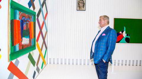 «The Twist» åpnet i høst på Kistefos Museum, Jevnaker. Her beundrer Christen Sveaas det første bildet han kjøpte for 30 år siden.
