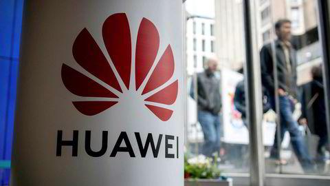 President Donald Trumps administrasjon anklager Huawei for å ha et tett samarbeid med kinesisk etterretning og nekter selskapet å selge sine produkter i USA.