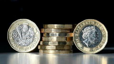 Pundet svekket seg etter at Bank of England hevet renten for første gang på over ti år. Illustrasjonsbilde: afp PHOTO / Daniel SORABJI