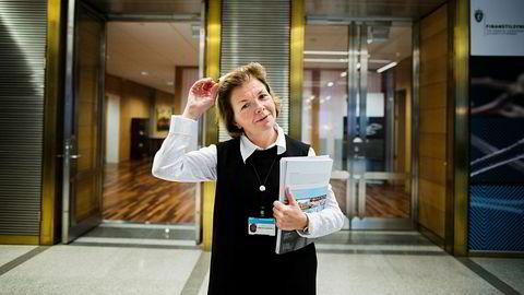 Finanstilsynet fattet vedtak om stans av ulovlig verdipapirvirksomhet i fem tilfeller og advarte totalt mot ti selskaper i 2017. – Det er viktig at politiet følger opp alvorlig økonomisk kriminalitet, sier Anne Merethe Bellamy, direktør for markedstilsyn i Finanstilsynet.