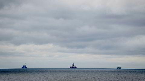 Analytiker tror oljeprisfallet kan tvinge Norge til å kutte i oljeproduksjonen. Her ses Troll A-plattformen i Nordsjøen.
