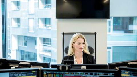 Sjeføkonom Kari Due-Andresen er redd for at måten koronaviruset smitter på skal gi en ny bølge av smittede.