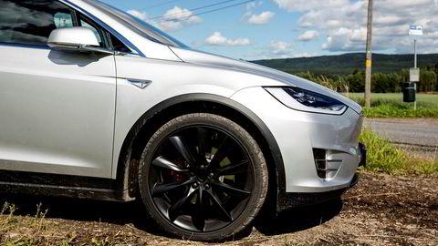 Tesla kaller inn biler produsert mellom februar og oktober 2016 for å skifte en del. Parkeringsbremsen kan henge seg opp.