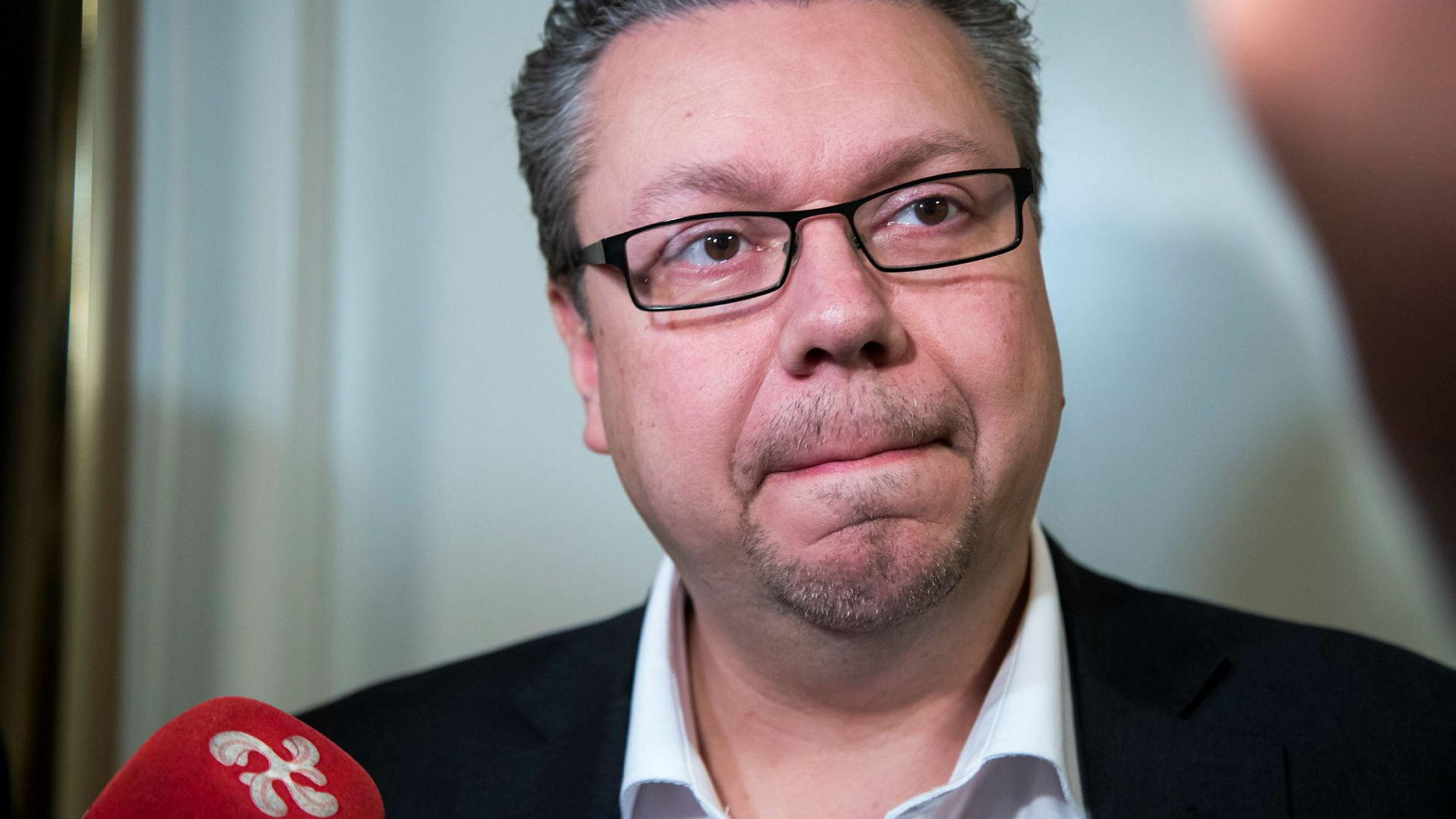 Styret i Råde Frp og alle kommunestyrerepresentantene til Frp i kommunen melder seg ut av partiet i protest mot hvordan partiet har fulgt opp varslene mot stortingsrepresentant Ulf Leirstein.