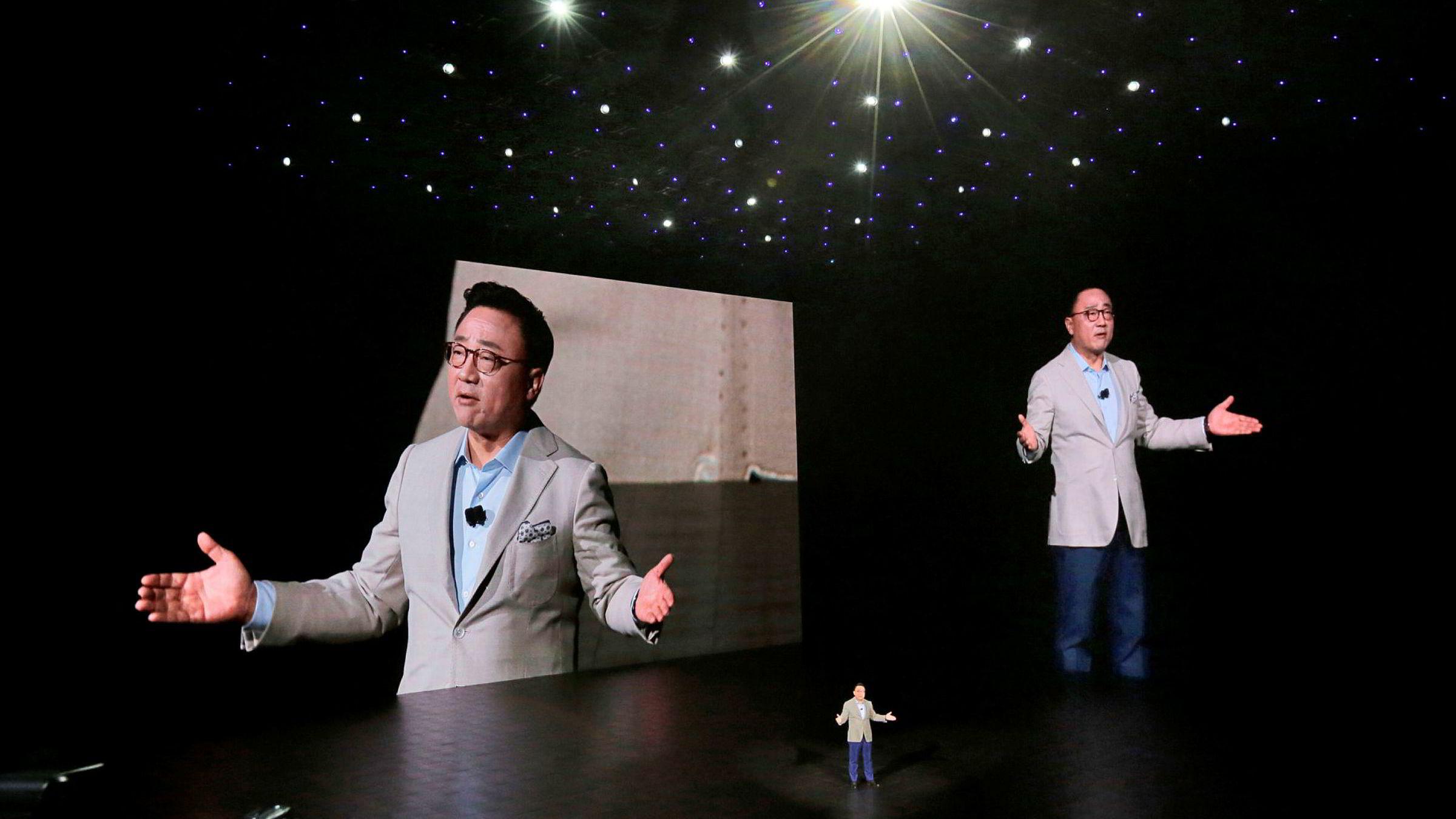 Koh Dong-jin (dj Koh) er et kjent ansikt når Samsung lanserer nye smarttelefoner. 56-åringen har styrt Samsungs mobildivisjon gjennom flere kriser. Nå rykker han inn i toppledelsen som én av tre nye visestyreledere.