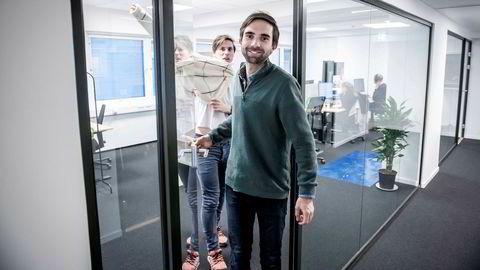 Eirik Rime (t.h.) og Axel Franck Næss startet Tise sammen i 2016. Fire år senere er appen blitt en vekstmaskin. Til sommeren skal de hente friske penger.