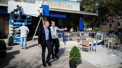 SAS og partnere står bak en egen kafé og restaurant på South by Southwest-festivalen. Didrik Fjeldstad (til høyre), leder for merkevare og markedsføring i SAS, møtte Rickard Gustafson før åpningen.
