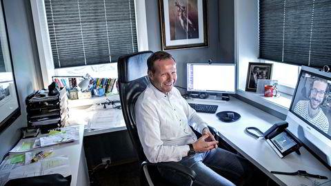 Åsmund Olav Fodstad, daglig leder av Pexip sitter på hjemmekontoret i videosamtale med utviklingsansvarlig i Oslo Nico Cormier. I løpet av dagene har han hatt møter med Singapore, Australia og USA. Selskapet har hatt en omsetningsvekst på 70 millioner kroner i 2016.