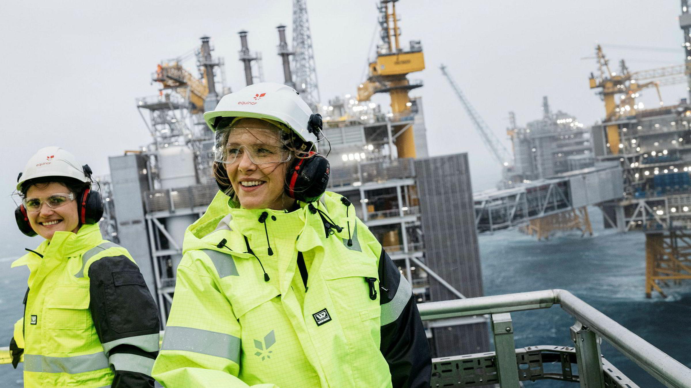 – Dette er så stort altså, sa olje- og energiminister Sylvi Listhaug på åpningen av Johan Sverdrup-feltet tirsdag. Til venstre ordfører i Stavanger Kari Nessa Nordtun (Ap).