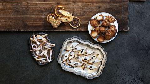 Tørket. Italienske småkaker holder seg i evigheter. Og smaker veldig godt til et glass hetvin