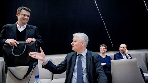 NHOs sjeføkonom Øystein Dørum (til høyre) går kraftig ut mot ekssjef i SSB, Christine Meyer i onsdagens stortingshøring. Til venstre står LOs sjeføkonom Roger Bjørnstad.